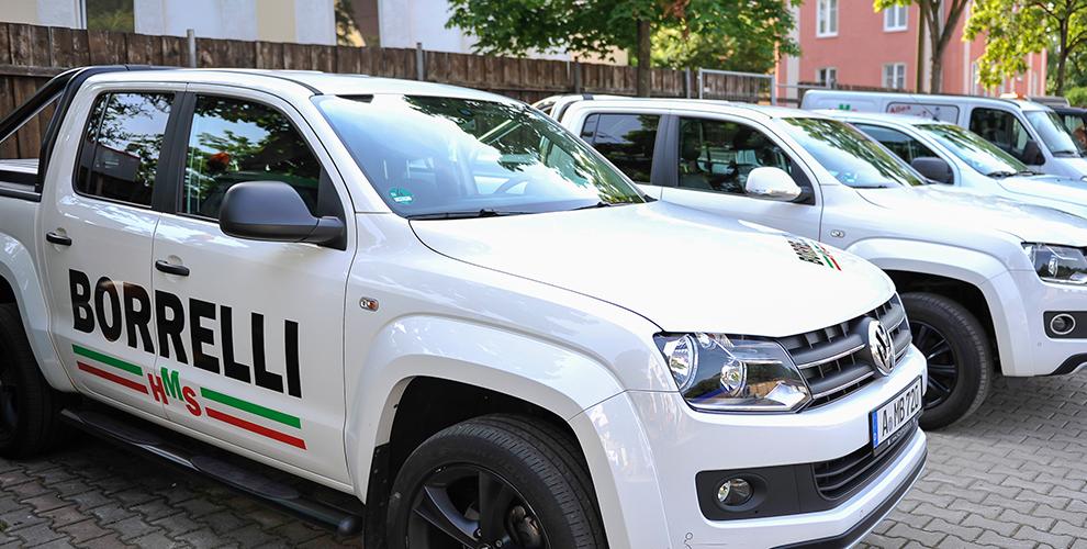 Hausmeisterserivce Borrelli ist für Sie mit verschiedenen Fahrzeugen im Raum Augsburg tätig.
