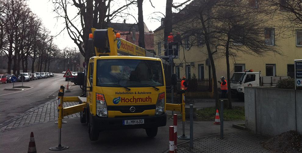 Der Hausmeisterservice Borrelli in Augsburg verfügt über verschiedene Fahrzeuge.